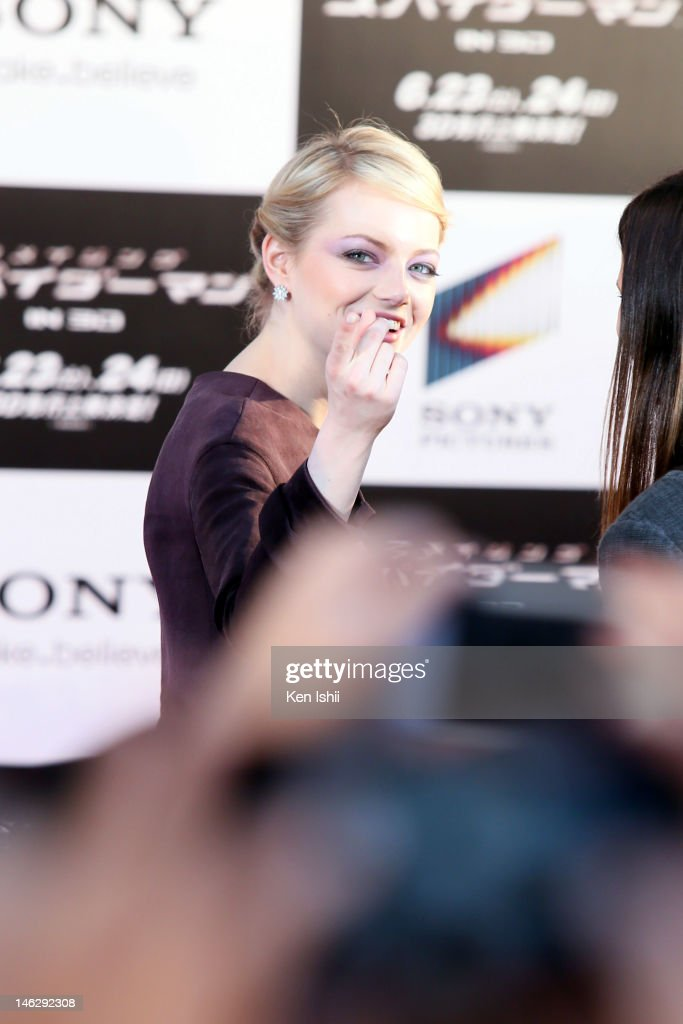Actress <a gi-track='captionPersonalityLinkClicked' href=/galleries/search?phrase=Emma+Stone&family=editorial&specificpeople=672023 ng-click='$event.stopPropagation()'>Emma Stone</a> poses for a photocall for the world Premiere of 'The Amazing Spider-Man' at Roppongi Hills on June 13, 2012 in Tokyo, Japan. The film will open on June 30 in Japan.