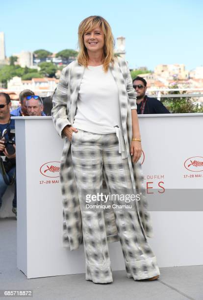 Actress Emma Suarez attends the 'April's Daughter' photocall during the 70th annual Cannes Film Festival at Palais des Festivals on May 20 2017 in...