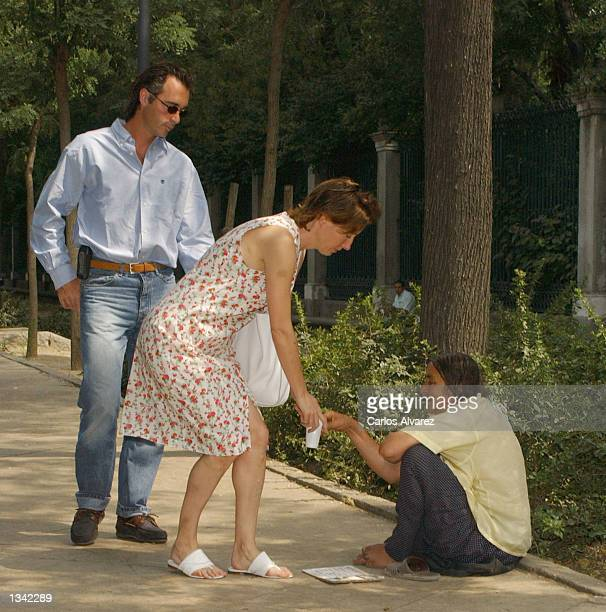 Actress Emma Thompson and her companion actor Greg Wise give some money to a homeless person August 18 2002 in Madrid Spain Thompson is in Madrid for...