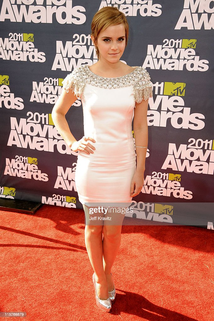Actress <a gi-track='captionPersonalityLinkClicked' href=/galleries/search?phrase=Emma+Watson&family=editorial&specificpeople=171373 ng-click='$event.stopPropagation()'>Emma Watson</a> arrives at the 2011 MTV Movie Awards at Universal Studios' Gibson Amphitheatre on June 5, 2011 in Universal City, California.