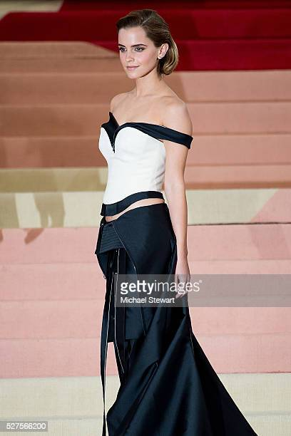 Actress Emma Watson attends 'Manus x Machina Fashion in an Age of Technology' Costume Institute Gala at Metropolitan Museum of Art on May 2 2016 in...