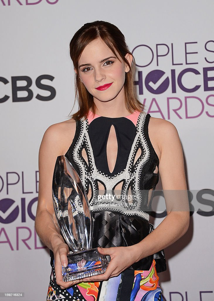 Actress <a gi-track='captionPersonalityLinkClicked' href=/galleries/search?phrase=Emma+Watson&family=editorial&specificpeople=171373 ng-click='$event.stopPropagation()'>Emma Watson</a> poses with Favorite Drama Movie award for 'The Perks of Being a Wallflower' in the press room at the 39th Annual People's Choice Awards at Nokia Theatre L.A. Live on January 9, 2013 in Los Angeles, California.