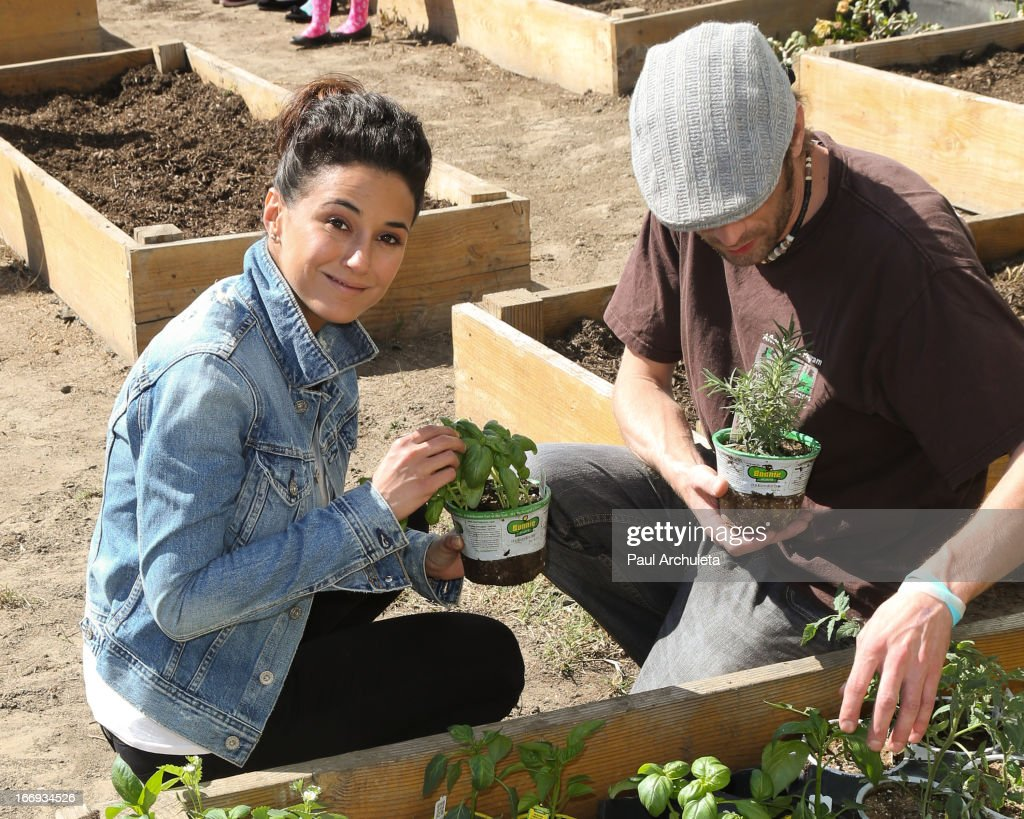 Actress <a gi-track='captionPersonalityLinkClicked' href=/galleries/search?phrase=Emmanuelle+Chriqui&family=editorial&specificpeople=541098 ng-click='$event.stopPropagation()'>Emmanuelle Chriqui</a> attends the Environmental Media Association's celebration of Earth Day at Cochran Middle School on April 18, 2013 in Los Angeles, California.