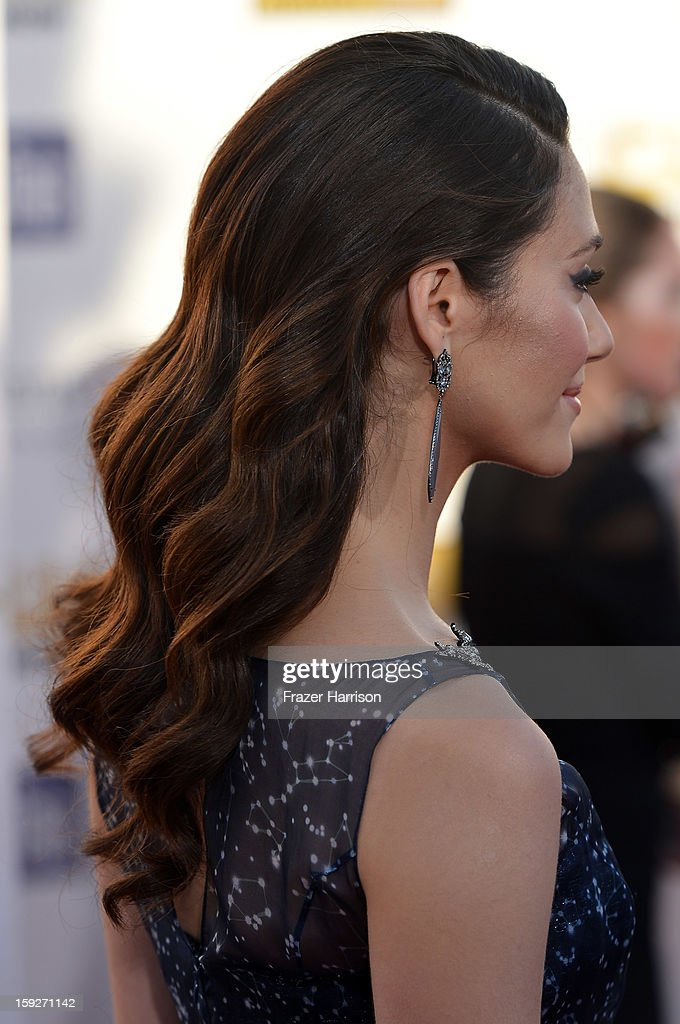Actress Emmy Rossum arrives at the 18th Annual Critics' Choice Movie Awards at Barker Hangar on January 10, 2013 in Santa Monica, California.