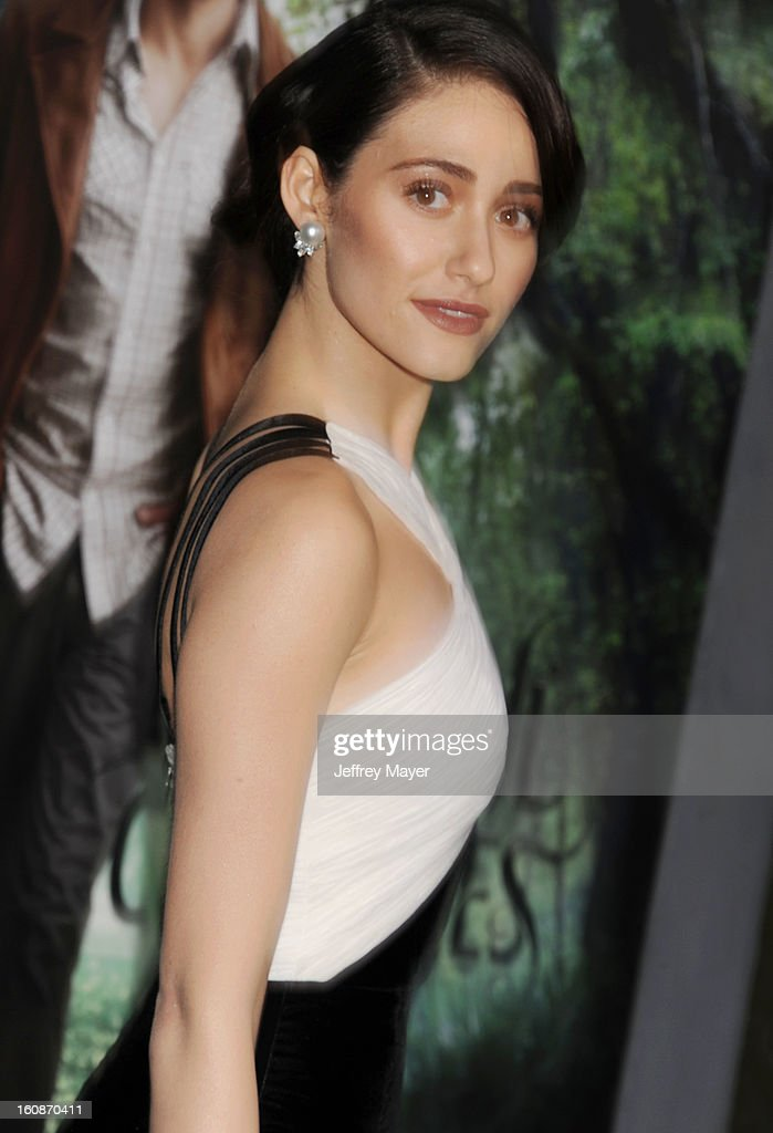 Actress Emmy Rossum arrives at the Los Angeles premiere of 'Beautiful Creatures' at TCL Chinese Theatre on February 6, 2013 in Hollywood, California.