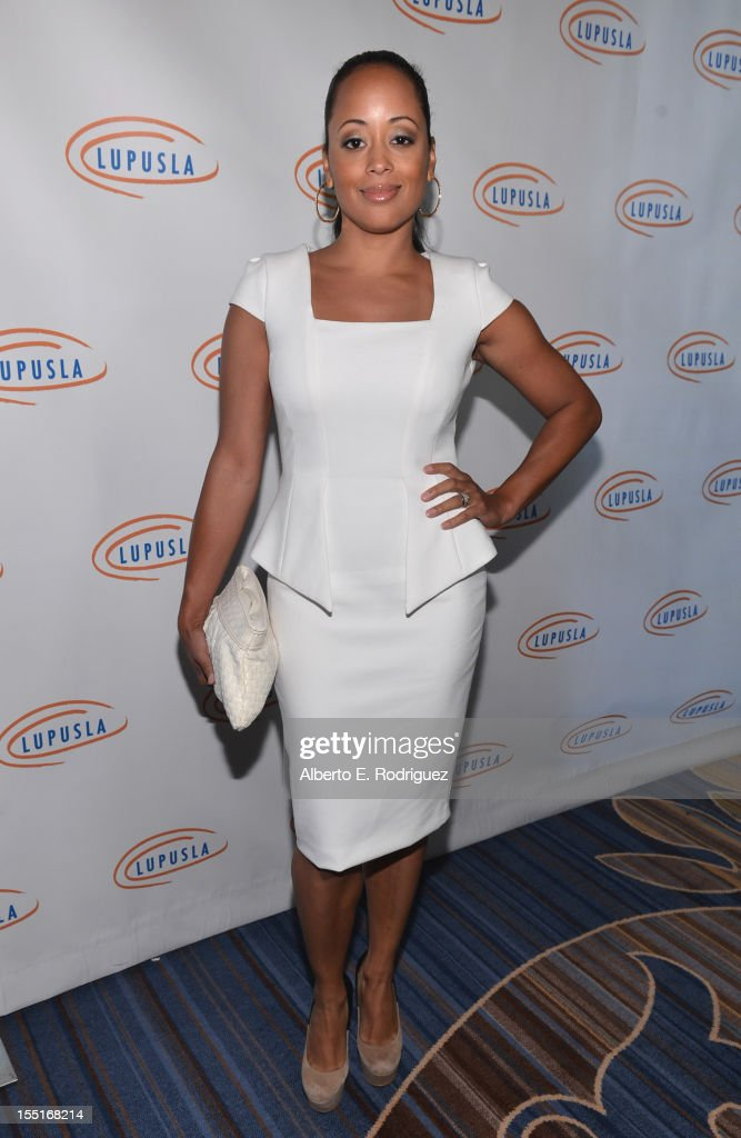 Actress <a gi-track='captionPersonalityLinkClicked' href=/galleries/search?phrase=Essence+Atkins&family=editorial&specificpeople=225171 ng-click='$event.stopPropagation()'>Essence Atkins</a> arrives to the Lupus LA 10th Anniversary Hollywood Bag Ladies Luncheon at Regent Beverly Wilshire Hotel on November 1, 2012 in Beverly Hills, California.