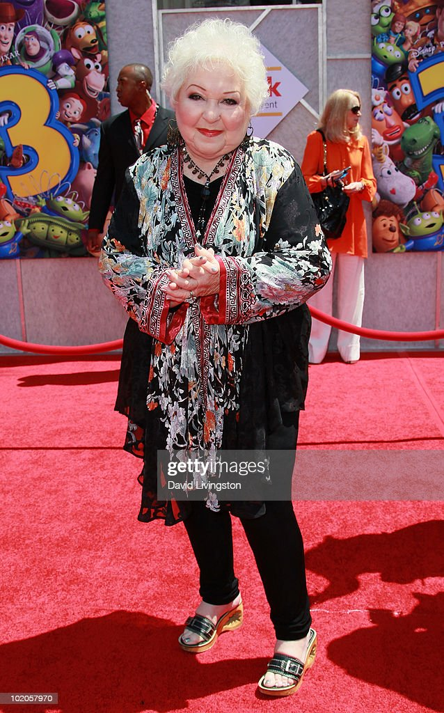 Actress Estelle Harris attends the Los Angeles premiere of 'Toy Story 3' at the El Capitan Theatre on June 13, 2010 in Hollywood, California.