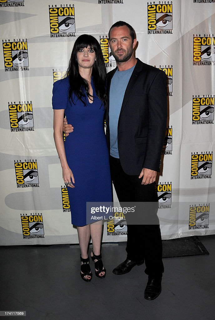 Actress <a gi-track='captionPersonalityLinkClicked' href=/galleries/search?phrase=Eva+Green&family=editorial&specificpeople=211151 ng-click='$event.stopPropagation()'>Eva Green</a> (L) and actor Sullivan Stapleton speak onstage at the Warner Bros. and Legendary Pictures preview of '300: Rise of an Empire' during Comic-Con International 2013 at San Diego Convention Center on July 20, 2013 in San Diego, California.