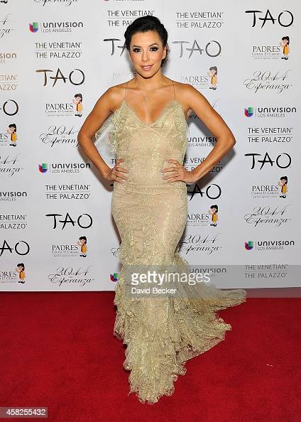 Actress Eva Longoria arrives at the Padres Contra El Cancer's 14th annual 'El Sueno de Esperanza' celebration at The Venetian Las Vegas on November 1...