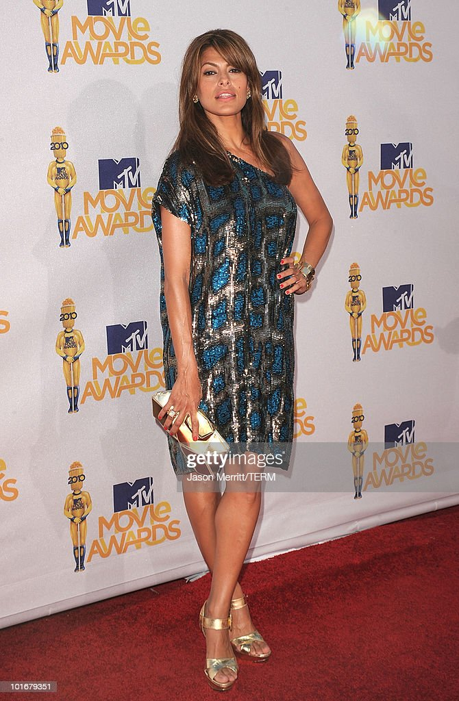 Actress <a gi-track='captionPersonalityLinkClicked' href=/galleries/search?phrase=Eva+Mendes&family=editorial&specificpeople=194937 ng-click='$event.stopPropagation()'>Eva Mendes</a> arrives at the 2010 MTV Movie Awards at Gibson Amphitheatre on June 6, 2010 in Universal City, California.