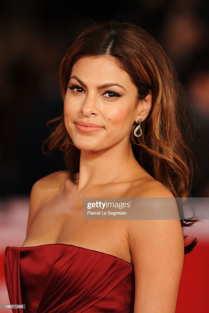 Actress <a gi-track='captionPersonalityLinkClicked' href=/galleries/search?phrase=Eva+Mendes&family=editorial&specificpeople=194937 ng-click='$event.stopPropagation()'>Eva Mendes</a> attends the 'La dolce vita' world restoration premiere during The 5th International Rome Film Festival at Auditorium Parco Della Musica on October 30, 2010 in Rome, Italy.