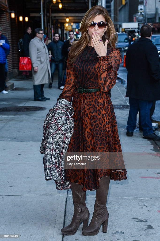 Actress <a gi-track='captionPersonalityLinkClicked' href=/galleries/search?phrase=Eva+Mendes&family=editorial&specificpeople=194937 ng-click='$event.stopPropagation()'>Eva Mendes</a> enters the 'Late Show With David Letterman' taping at the Ed Sullivan Theater on March 19, 2013 in New York City.