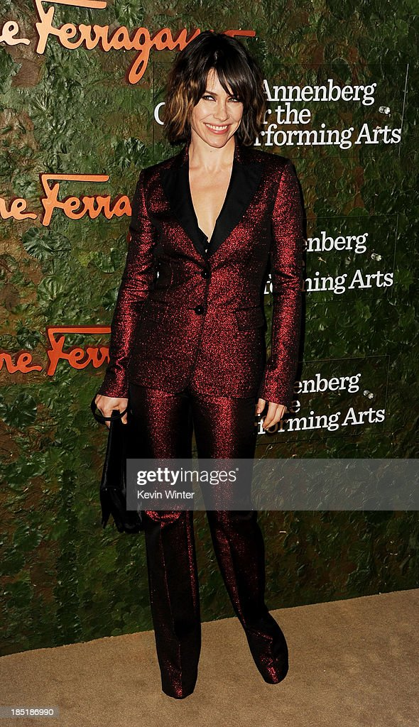 Actress <a gi-track='captionPersonalityLinkClicked' href=/galleries/search?phrase=Evangeline+Lilly&family=editorial&specificpeople=228168 ng-click='$event.stopPropagation()'>Evangeline Lilly</a> arrives at the Wallis Annenberg Center For The Performing Arts Gala at the Wallis Annenberg Center For The Performing Arts on October 17, 2013 in Beverly Hills, California.