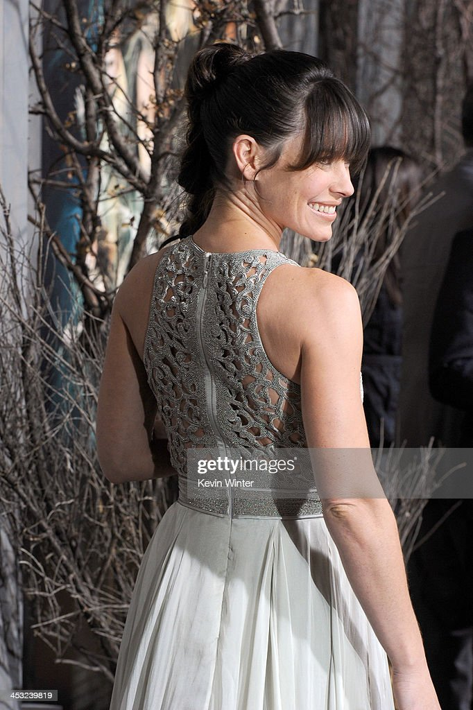 Actress Evangeline Lilly attends the premiere of Warner Bros' 'The Hobbit: The Desolation of Smaug' at TCL Chinese Theatre on December 2, 2013 in Hollywood, California.