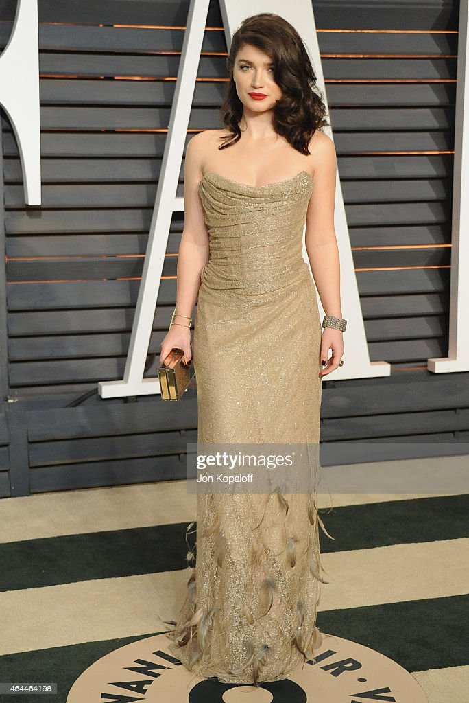 Actress Eve Hewson arrives at the 2015 Vanity Fair Oscar Party Hosted By Graydon Carter at Wallis Annenberg Center for the Performing Arts on...
