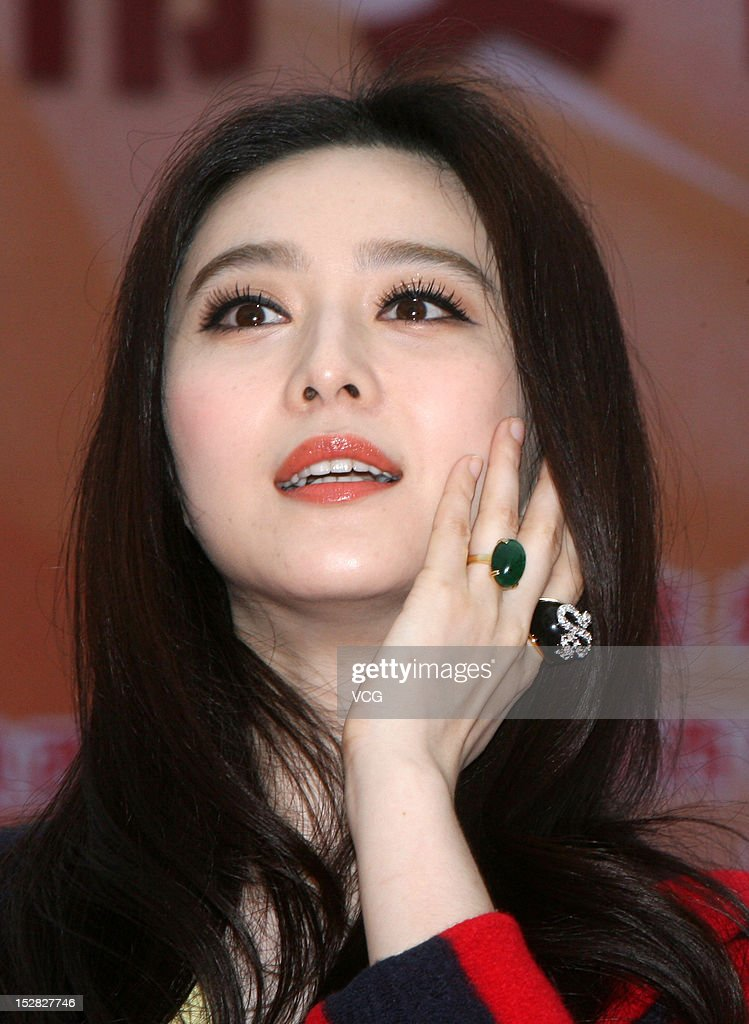 Actress Fan Bingbing attends a culture and arts fair opening ceremony at the Tang Dynasty West Market on September 27, 2012 in Xi An, China.