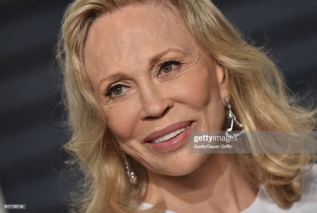 Actress Faye Dunaway arrives at the 2017 Vanity Fair Oscar Party Hosted By Graydon Carter at Wallis Annenberg Center for the Performing Arts on February 26, 2017 in Beverly Hills, California.