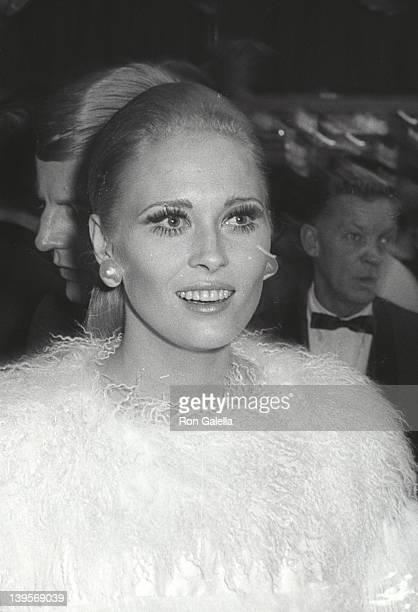 Actress Faye Dunaway attends the premiere party for 'Camelot' on October 25 1967 at the Americana Hotel in New York City