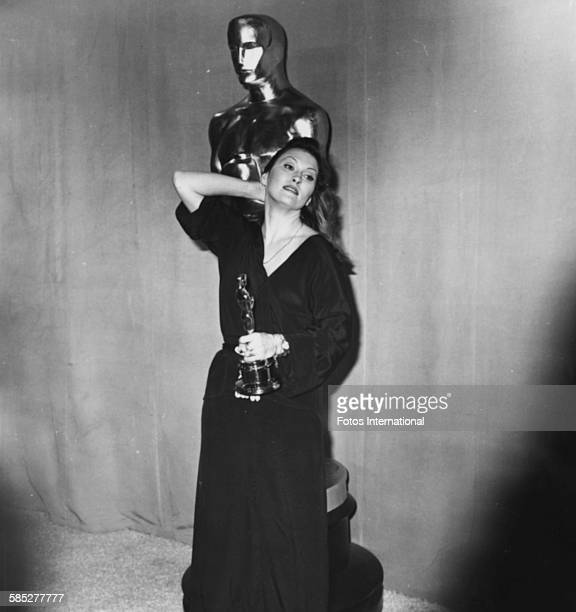 Actress Faye Dunaway holding her Best Actress Oscar for the film 'Network' at the 49th Academy Awards Los Angeles March 28th 1977