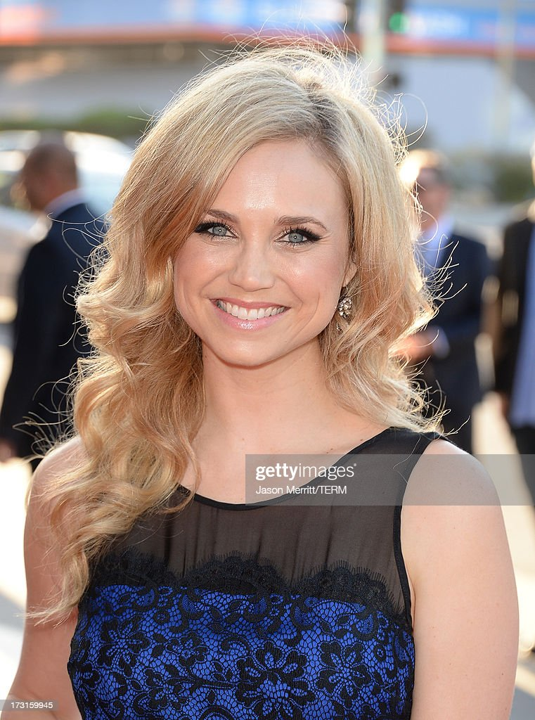 Actress <a gi-track='captionPersonalityLinkClicked' href=/galleries/search?phrase=Fiona+Gubelmann&family=editorial&specificpeople=4195937 ng-click='$event.stopPropagation()'>Fiona Gubelmann</a> arrives at the series premiere of FX's 'The Bridge' at the DGA Theater on July 8, 2013 in Los Angeles, California.