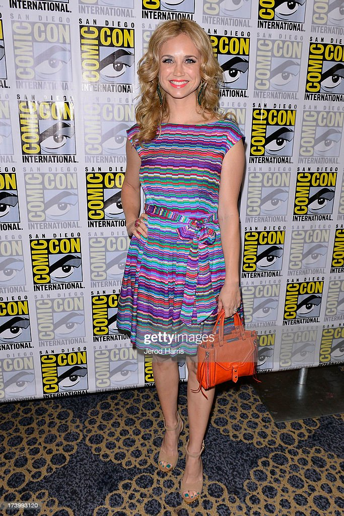 Actress <a gi-track='captionPersonalityLinkClicked' href=/galleries/search?phrase=Fiona+Gubelmann&family=editorial&specificpeople=4195937 ng-click='$event.stopPropagation()'>Fiona Gubelmann</a> attends the 'Wilfred' screening and Q&A - Comic-Con International 2013 at Hilton San Diego Bayfront Hotel on July 18, 2013 in San Diego, California.