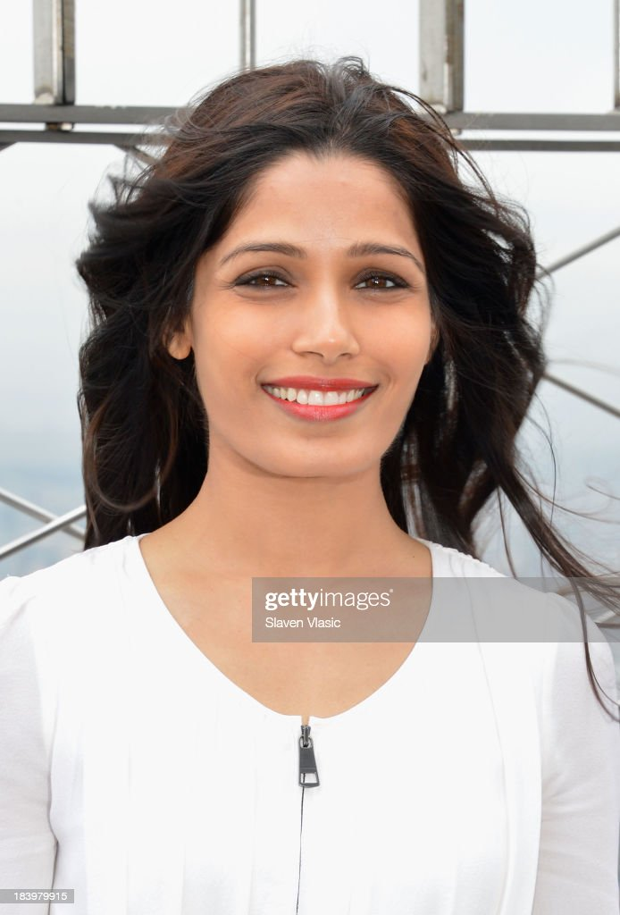 Actress <a gi-track='captionPersonalityLinkClicked' href=/galleries/search?phrase=Freida+Pinto&family=editorial&specificpeople=5518973 ng-click='$event.stopPropagation()'>Freida Pinto</a> visits The Empire State Building on October 10, 2013 in New York City.