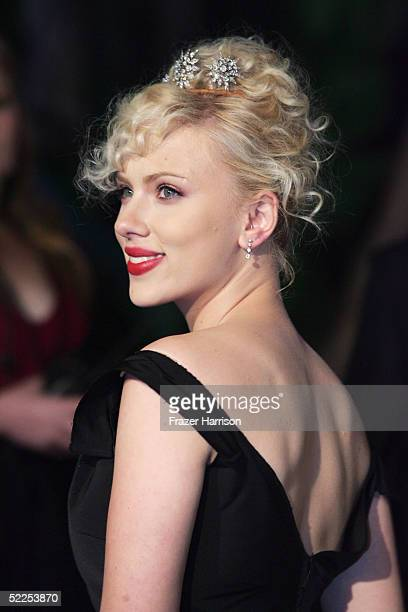 Actress FScarlett Johansson arrives at the Vanity Fair Oscar Party at Mortons on February 27 2005 in West Hollywood California