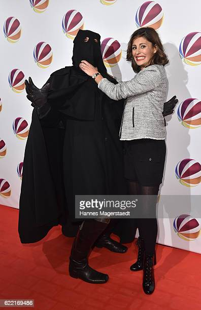 Actress Funda Vanroy poses with Jack the Ripper during the 'Jack the Ripper Eine Frau jagt einen Moerder' Premiere at Gloria Palast on November 10...