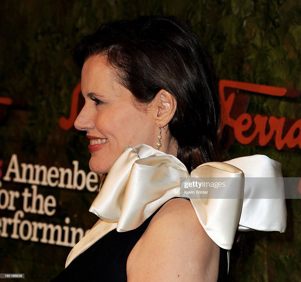 Actress <a gi-track='captionPersonalityLinkClicked' href=/galleries/search?phrase=Geena+Davis&family=editorial&specificpeople=209423 ng-click='$event.stopPropagation()'>Geena Davis</a> arrives at the Wallis Annenberg Center For The Performing Arts Gala at the Wallis Annenberg Center For The Performing Arts on October 17, 2013 in Beverly Hills, California.