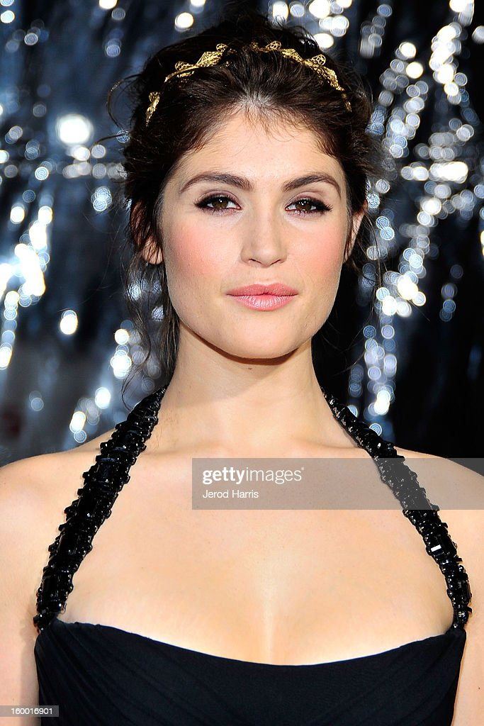 Actress Gemma Arterton arrives at the Los Angeles Premiere of 'Hansel & Gretel: Witch Hunters' at TCL Chinese Theatre on January 24, 2013 in Hollywood, California.