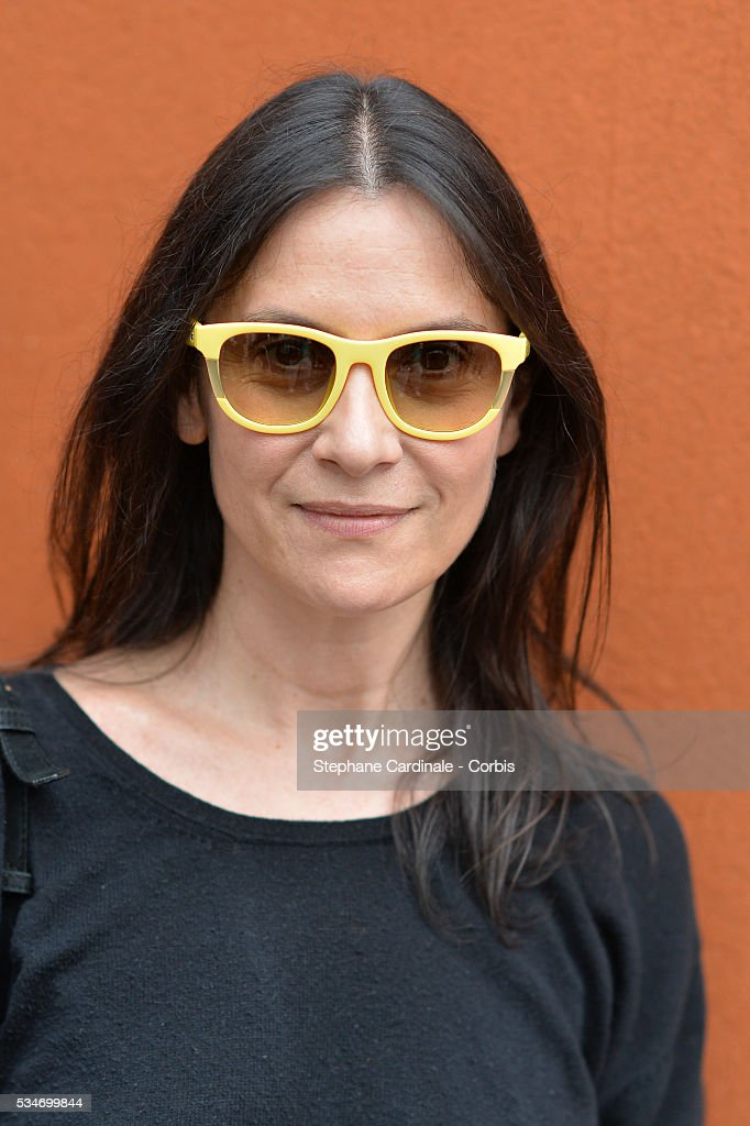 Actress <a gi-track='captionPersonalityLinkClicked' href=/galleries/search?phrase=Geraldine+Pailhas&family=editorial&specificpeople=2444310 ng-click='$event.stopPropagation()'>Geraldine Pailhas</a> attends day six of the 2016 French Open at Roland Garros on May 27, 2016 in Paris, France.