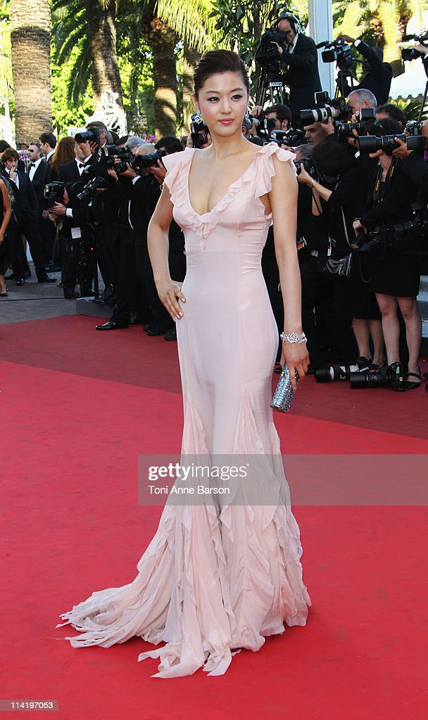 Actress Gianna Jun attends the 'The Artist' Premiere at the Palais des Festivals during the 64th Cannes Film Festival on May 15, 2011 in Cannes, France.