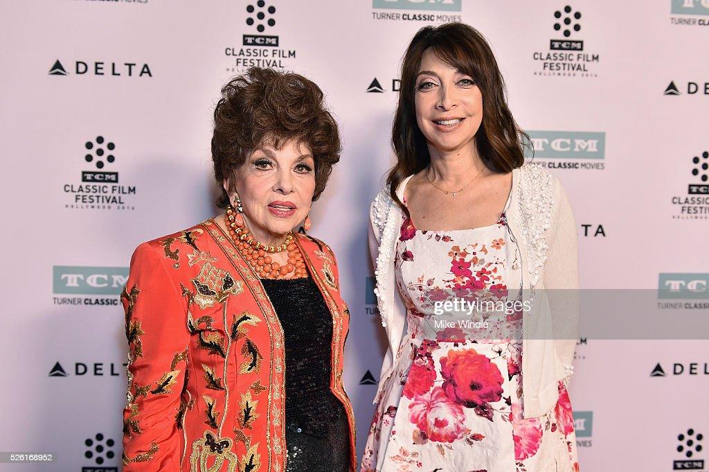 Actress <a gi-track='captionPersonalityLinkClicked' href=/galleries/search?phrase=Gina+Lollobrigida&family=editorial&specificpeople=93465 ng-click='$event.stopPropagation()'>Gina Lollobrigida</a> (L) and actress/author <a gi-track='captionPersonalityLinkClicked' href=/galleries/search?phrase=Illeana+Douglas&family=editorial&specificpeople=208708 ng-click='$event.stopPropagation()'>Illeana Douglas</a> attend 'Trapeze' during day 2 of the TCM Classic Film Festival 2016 on April 29, 2016 in Los Angeles, California. 25826_008