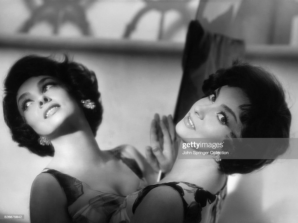 Actress <a gi-track='captionPersonalityLinkClicked' href=/galleries/search?phrase=Gina+Lollobrigida&family=editorial&specificpeople=93465 ng-click='$event.stopPropagation()'>Gina Lollobrigida</a> Leaning on a Mirror