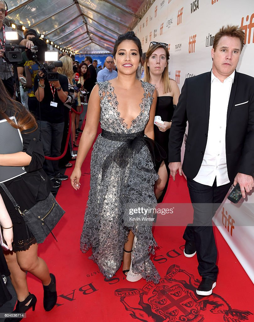 actress-gina-rodriguez-attends-the-deepwater-horizon-premiere-during-picture-id604536714