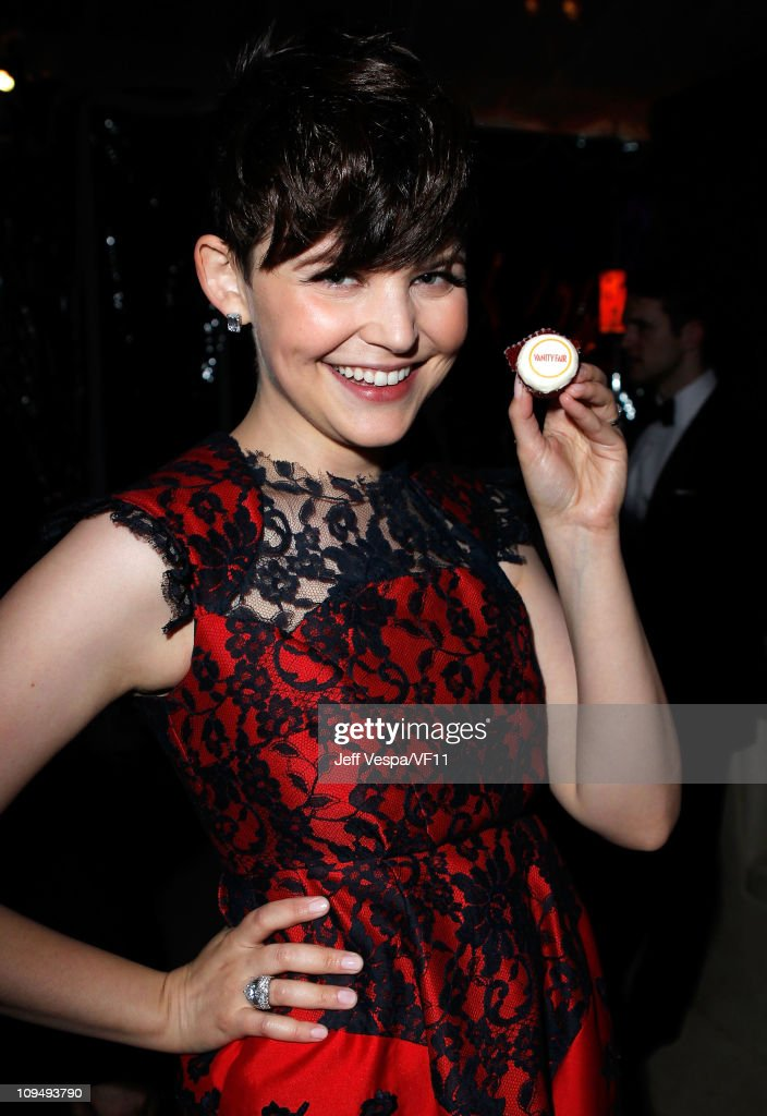 Actress <a gi-track='captionPersonalityLinkClicked' href=/galleries/search?phrase=Ginnifer+Goodwin&family=editorial&specificpeople=215039 ng-click='$event.stopPropagation()'>Ginnifer Goodwin</a> attends the 2011 Vanity Fair Oscar Party Hosted by Graydon Carter at the Sunset Tower Hotel on February 27, 2011 in West Hollywood, California.