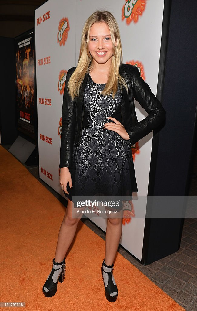 Actress Gracie Dzienny arrives to the premiere of Paramount Pictures' 'Fun Size' at Paramount Theater on the Paramount Studios lot on October 25, 2012 in Hollywood, California.