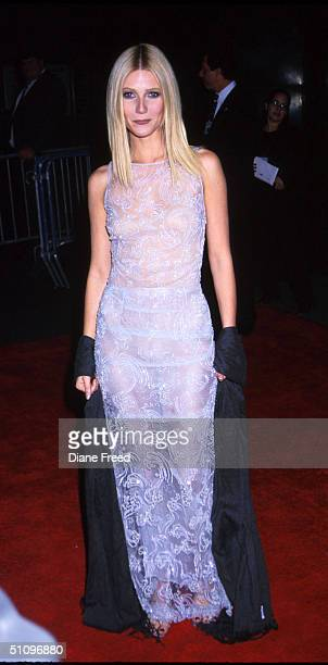 Actress Gwyneth Paltrow Arrives For The Shakespeare In Love Premeire At The Ziegfeld Theatre In New York City December 3 1998