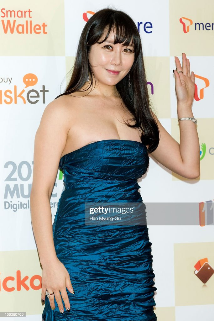 Actress Ha Na-Kyung arrives at the 2012 Melon Music Awards at Olympic Gymnasium on December 14, 2012 in Seoul, South Korea.