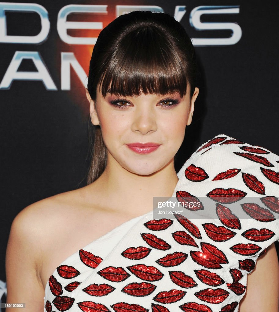 Actress Hailee Steinfeld arrives at the Los Angeles Premiere 'Ender's Game' at TCL Chinese Theatre on October 28, 2013 in Hollywood, California.