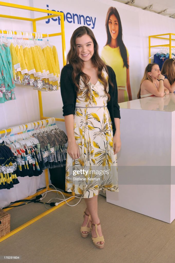 Actress <a gi-track='captionPersonalityLinkClicked' href=/galleries/search?phrase=Hailee+Steinfeld&family=editorial&specificpeople=7223409 ng-click='$event.stopPropagation()'>Hailee Steinfeld</a> attends the 1st Annual Children Mending Hearts Style Sunday on June 9, 2013 in Beverly Hills, California.