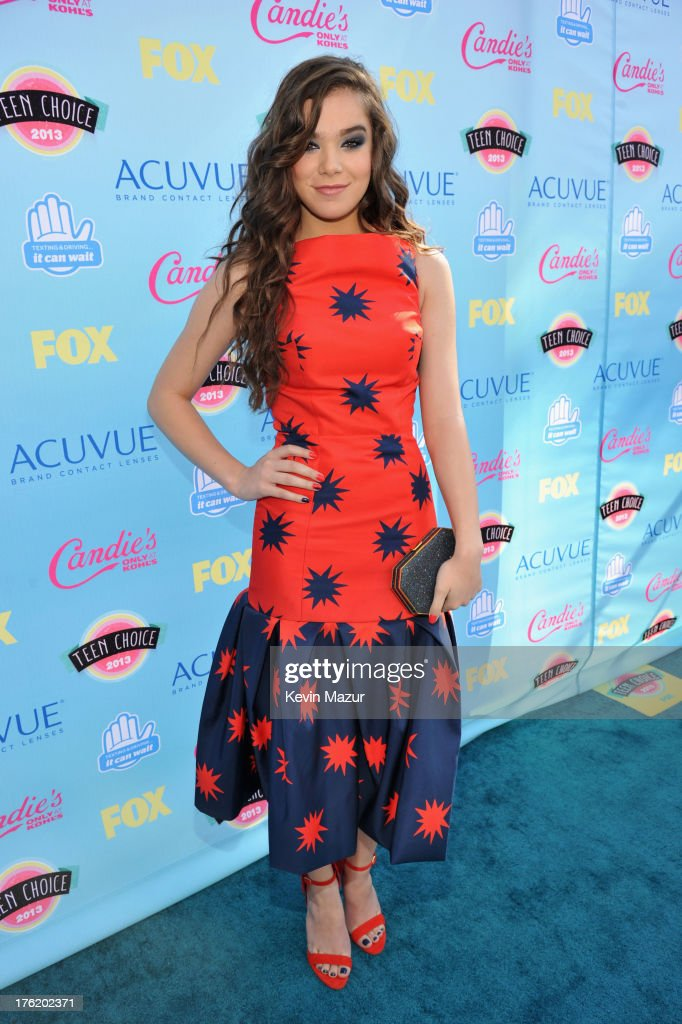 Actress Hailee Steinfeld attends the 2013 Teen Choice Awards at Gibson Amphitheatre on August 11, 2013 in Universal City, California.