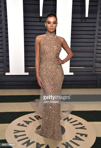 Actress Hailee Steinfeld attends the 2017 Vanity Fair Oscar Party hosted by Graydon Carter at Wallis Annenberg Center for the Performing Arts on...