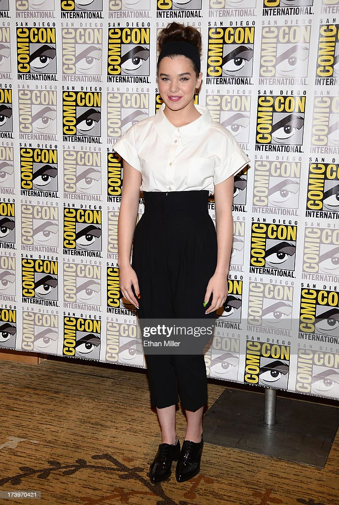 Actress <a gi-track='captionPersonalityLinkClicked' href=/galleries/search?phrase=Hailee+Steinfeld&family=editorial&specificpeople=7223409 ng-click='$event.stopPropagation()'>Hailee Steinfeld</a> attends the 'Ender's Game' and 'Divergent' press line during Comic-Con International 2013 at the Hilton San Diego Bayfront Hotel on July 18, 2013 in San Diego, California.