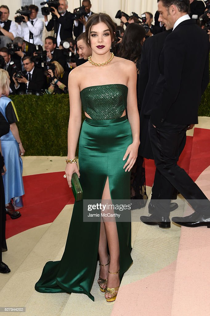 Actress Hailee Steinfeld attends the 'Manus x Machina: Fashion In An Age Of Technology' Costume Institute Gala at Metropolitan Museum of Art on May 2, 2016 in New York City.