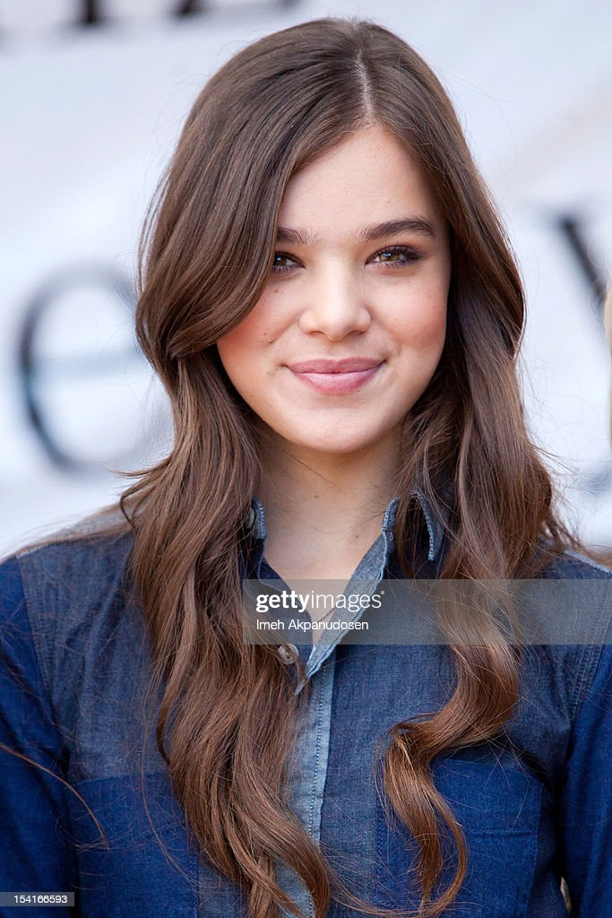 Actress <a gi-track='captionPersonalityLinkClicked' href=/galleries/search?phrase=Hailee+Steinfeld&family=editorial&specificpeople=7223409 ng-click='$event.stopPropagation()'>Hailee Steinfeld</a>, Mercedes-Benz Driving Academy Student & Safe Teen Safe Driving Advocate, participates in the kick-off of National Teen Driver Safety Week at Fairfax High School on October 15, 2012 in Los Angeles, California.