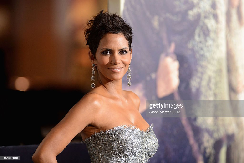 Actress <a gi-track='captionPersonalityLinkClicked' href=/galleries/search?phrase=Halle+Berry&family=editorial&specificpeople=201726 ng-click='$event.stopPropagation()'>Halle Berry</a> arrives at Warner Bros. Pictures' 'Cloud Atlas' premiere at Grauman's Chinese Theatre on October 24, 2012 in Hollywood, California.
