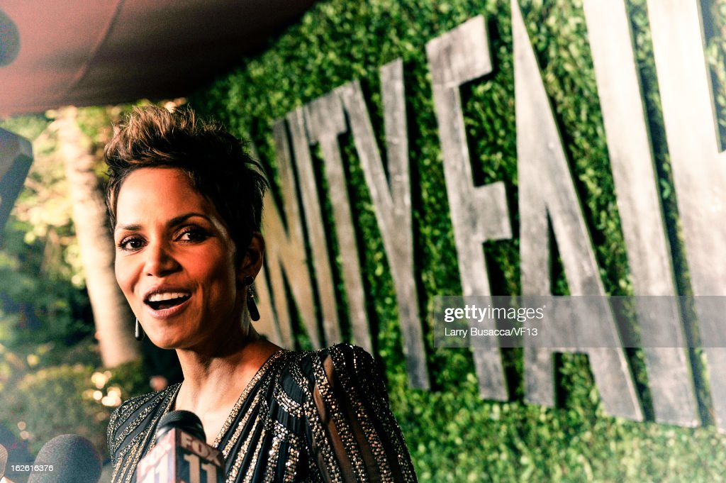 Actress <a gi-track='captionPersonalityLinkClicked' href=/galleries/search?phrase=Halle+Berry&family=editorial&specificpeople=201726 ng-click='$event.stopPropagation()'>Halle Berry</a> arrives for the 2013 Vanity Fair Oscar Party hosted by Graydon Carter at Sunset Tower on February 24, 2013 in West Hollywood, California.