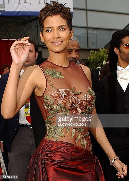 US actress Halle Berry arrives for the 74th Annual Academy Awards at the Kodak Theater in Hollywood CA 24 March 2002 Berry is nominated for Best...