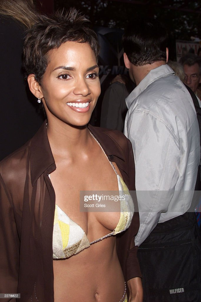 Actress Halle Berry at the world premiere of the Twentieth Century Fox screening of the movie XMen on Ellis Island in New York City Photo Scott...